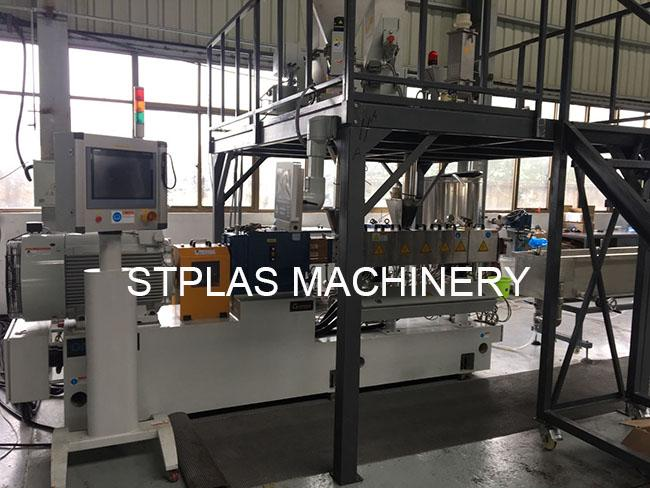 Double Screw Plastic Compounding Machine For Making PET Bottle Pellets